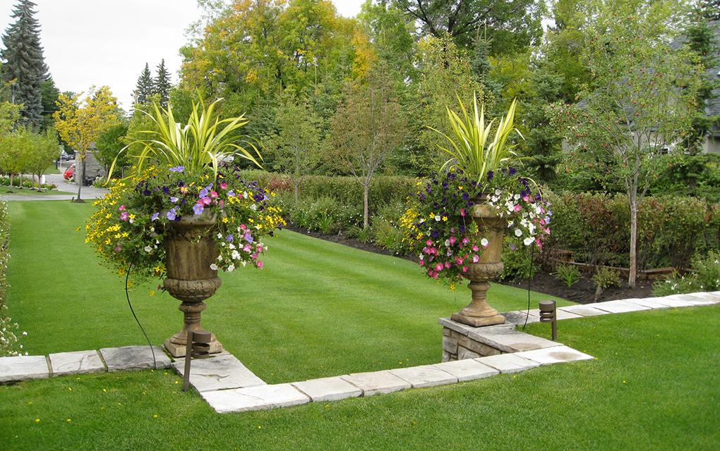 Garden containers vintage garden design for Tranquil garden designs
